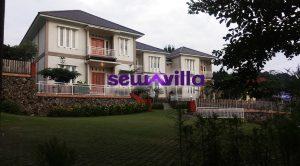 villa puncak pacet resort memiliki desain bangunan modern minimalis