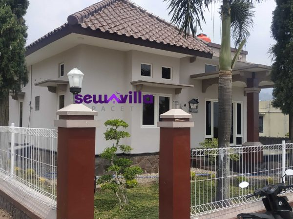 Utopia Family House Villa Pacet Minimalis Privat Pool