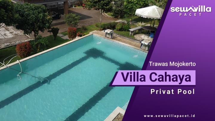 villa cahaya trawas memiliki kolam renang berukuran besar