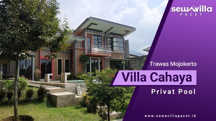 villa cahaya trawas modern dengan taman yang menarik