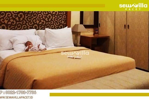 kamar tidur luas dan mewah di villa tiyasa batu