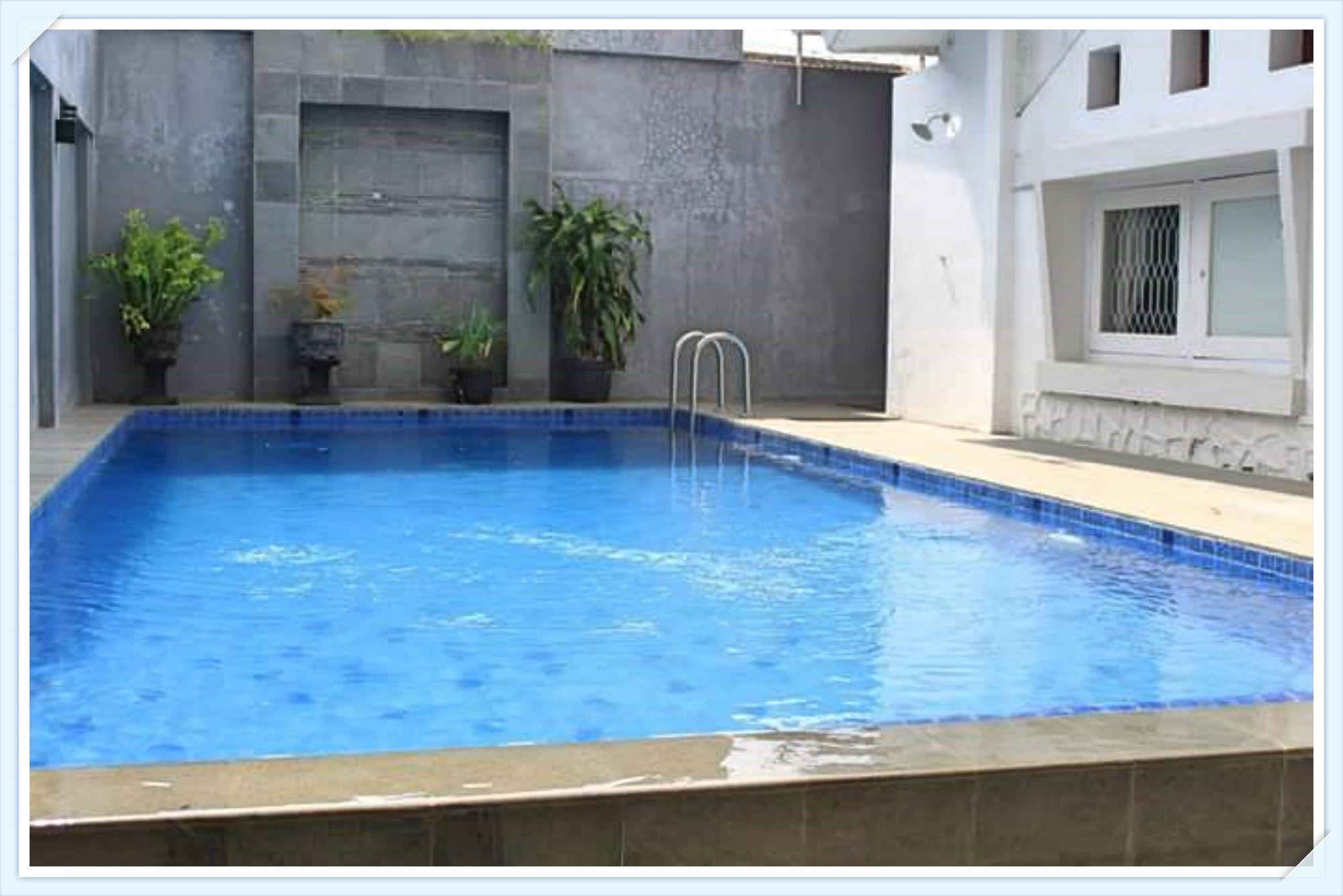 villa lahor batu kolam renang pribadi akomodasi penginapan menarik