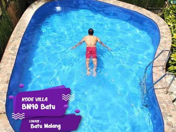 kegiatan berenang menyenangkan saat staycation di villa bn90 batu malang